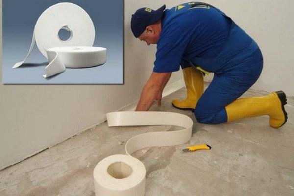 Кромочная лента не позволяет звуковым волнам со стен передаваться на стяжку