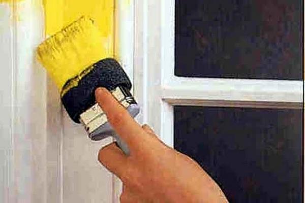 Дверь можно окрасить в один или несколько слоев
