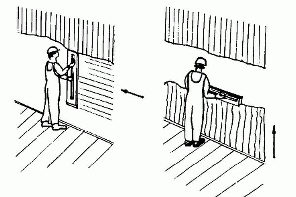 По стенам гладилку двигают вертикально, а потом горизонтально. На потолках – сначала против света, а потом наоборот