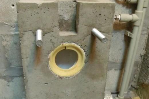 Место для крепления унитаза после снятия опалубки, фото