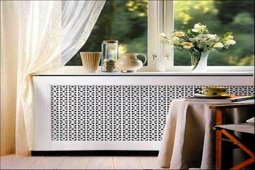 В кухне на радиаторе установлен экран декоративного типа