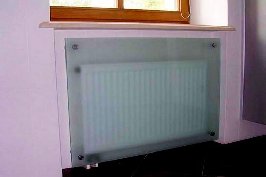 Батарея со стеклянным декоративным экраном