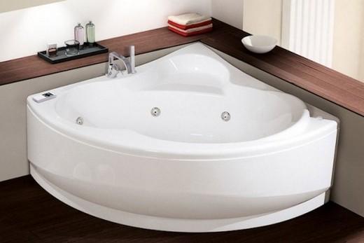 Трапециевидная ванна из пластика
