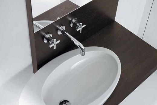 Встраиваемый смеситель в интерьере ванной, фото