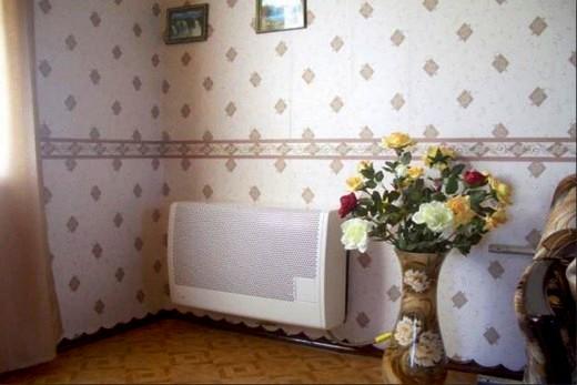 Интерьер квартиры с газовой батареей отопления