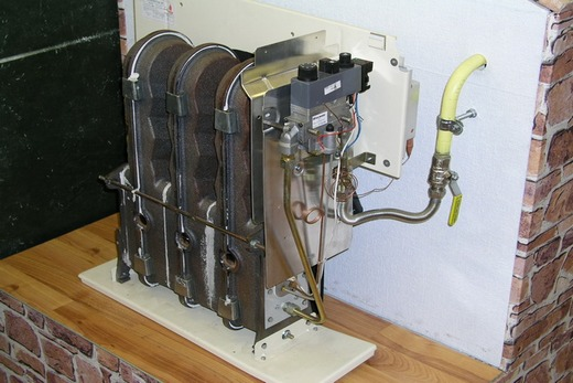 Газовый конвектор оснащен теплообменником из чугуна