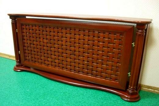 Батарея с деревянным экраном