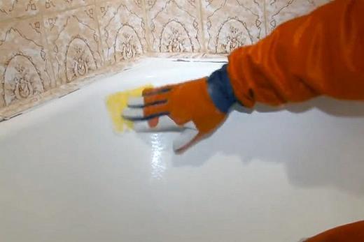 Обезжиривание поверхности ванны, фото