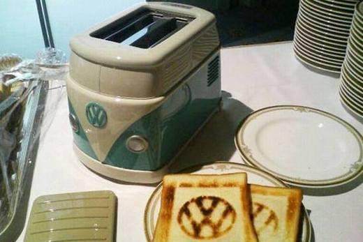 Механический тостер на кухне, фото