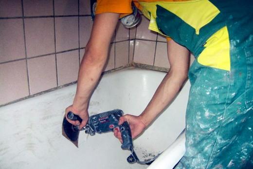 Очистка внутренней поверхности эмалированной ванны
