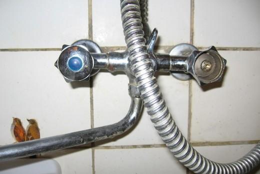 Шаровой кран в ванной комнате