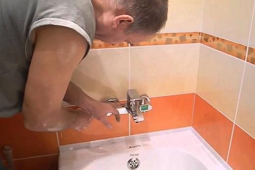Монтаж смесителя с термостатом в стену ванной комнаты