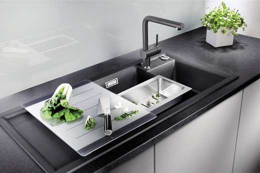 Кухонная мойка со встраиваемым смесителем