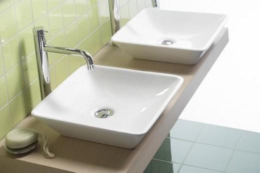 Накладные керамические раковины в интерьере ванной комнаты