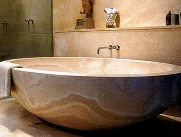 Мраморная раковина в интерьере ванной