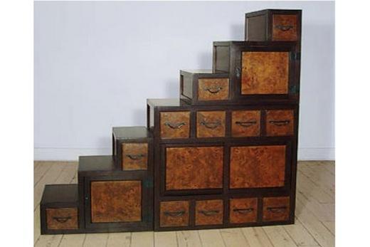 Ступенчатый шкаф-купе в прихожей, фото