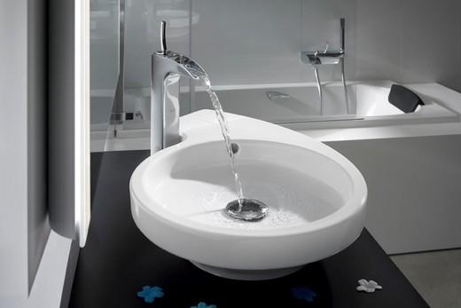 Рычажный смеситель для раковины в ванную