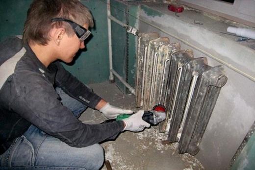Очищаем чугунную отопительную батарею