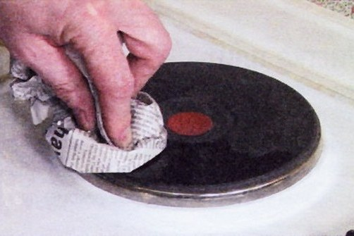 Нагревательные элементы электрической плиты также нуждаются в уходе