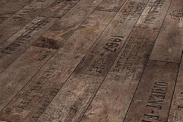 Однополосный ламинат, стилизованный под старину