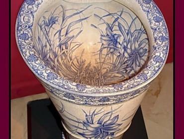 Унитаз изготовлен из фарфора