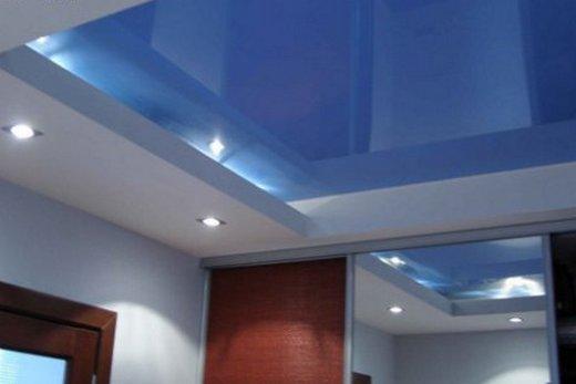 Композиция из гипсокартона и натяжного потолка в прихожей, фото
