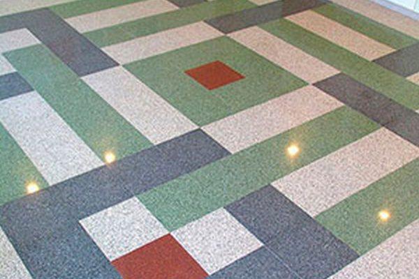 Типичный случай формирование плиточного покрытия от центра комнаты