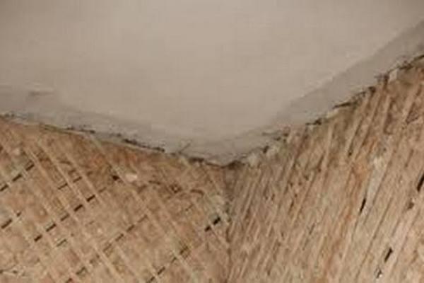 Обшивка стены дранкой под штукатурку