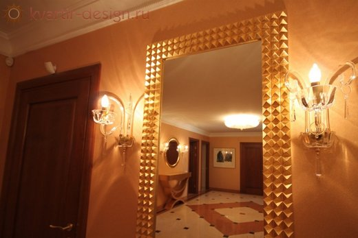 Классическая подсветка зеркала в прихожей