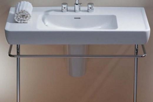 Полупьедестальная раковина-тюльпан в интерьере ванной комнаты, фото