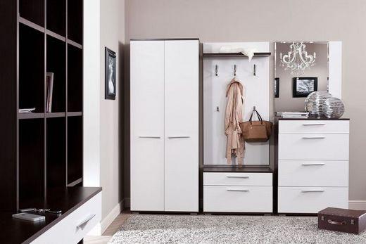 Шкаф-купе белого цвета в прихожей, фото