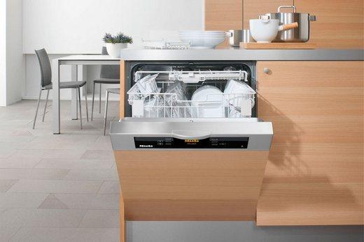 Компактная встраиваемая посудомоечная машина в интерьере