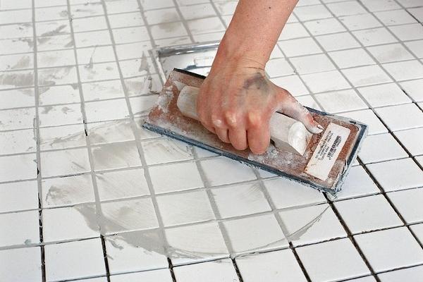 Распределение затирки по поверхности облицовки