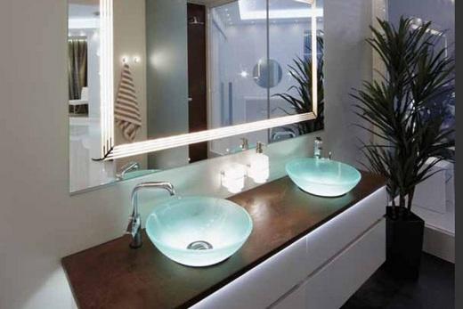 Стеклянные раковины в интерьере ванной комнаты, фото