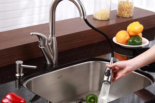 Кухонный кран с выдвижным душем, фото