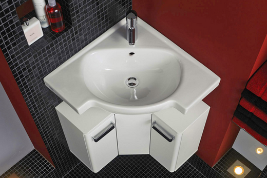 Угловая раковина в ванной комнате