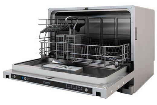 Внутренняя полость с корзинками для посуды встраиваемой посудомоечной машины