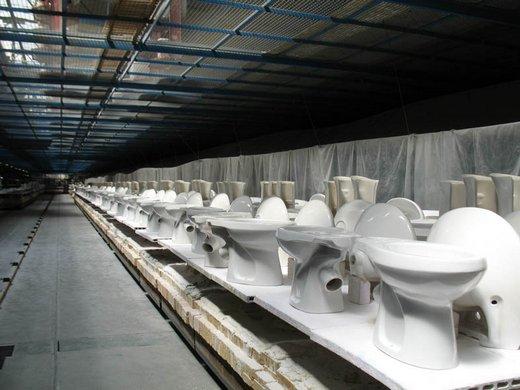Фотография изделий сантехники после глазирования