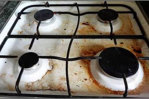 Пятна жира на кухонной плите