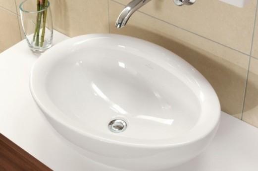 Накладная раковина белого цвета в интерьере ванной, фото