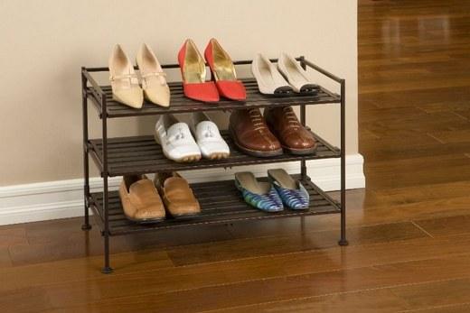 Этажерка для обуви в малогабаритной прихожей