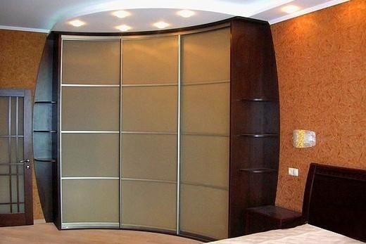 Полукруглый шкаф-купе в прихожей, фото