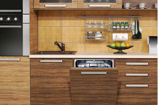 Встраиваемая посудомоечная машина с декоративной панелью под дерево, фото