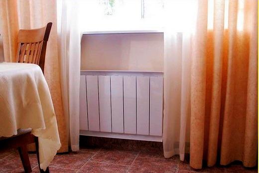 Интерьер столовой с радиатором марки Термал
