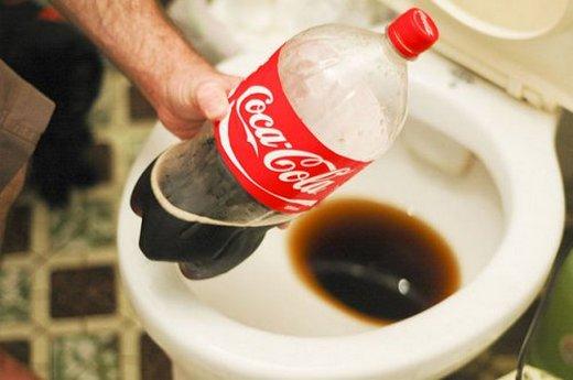 Фотография кока-колы, которой можно чистить унитазы