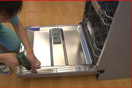 Монтаж отдельно стоящей посудомоечной машины, фото