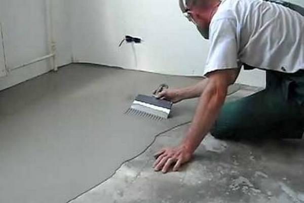 Подравнивание наливного пола шпателем