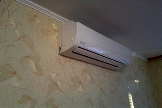 Electrolux EACS 12HG/N3 кондиционер в интерьере комнаты