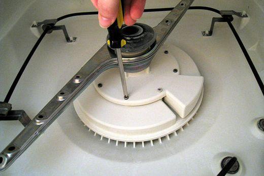 Разборка кожуха в нижней части посудомоечной машины, фото