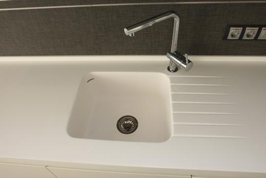 Раковина из искусственного камня для ванной комнаты, фото